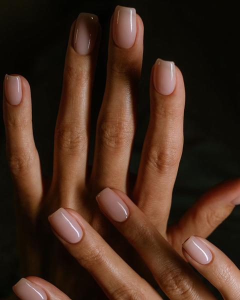 Фото №4 - С каким цветом ногти кажутся длиннее: 10 самых модных маникюров