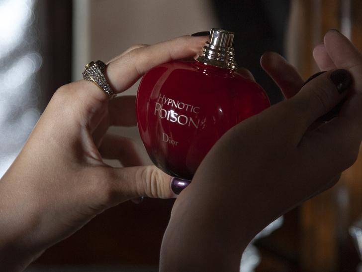 Фото №1 - Аромат дня: Hypnotic Poison EDT от Dior