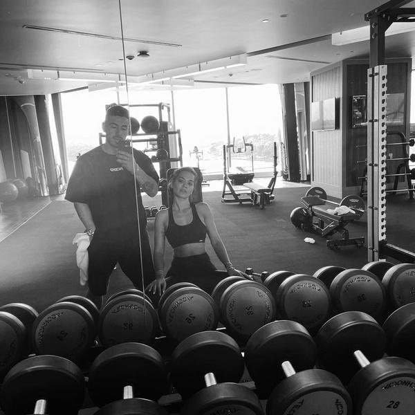 Фото №2 - Личный тренер Риты Оры рассказал, что помогает ей оставаться в идеальной форме
