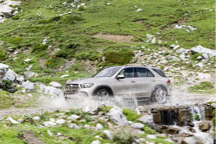 Фото №2 - Mercedes создал машину для большой семьи и приключений