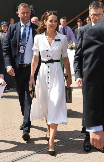 Фото №12 - От Елизаветы до Кейт: культовые наряды королевских особ на Уимблдоне