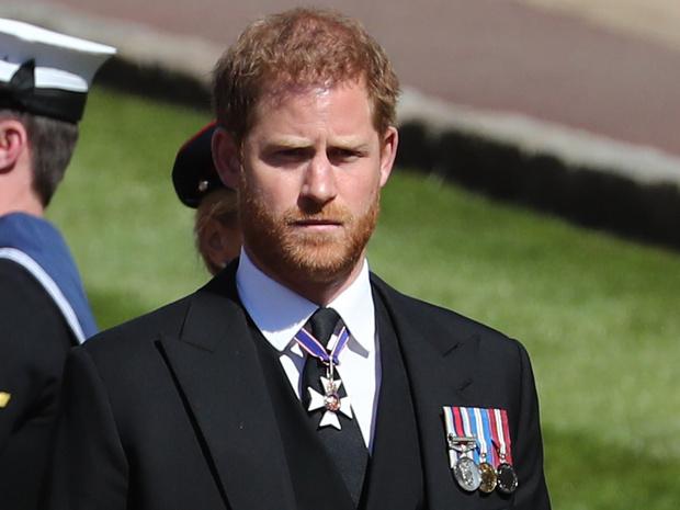 Фото №1 - Ирония судьбы: единственный человек, который тепло встретил Гарри в Британии