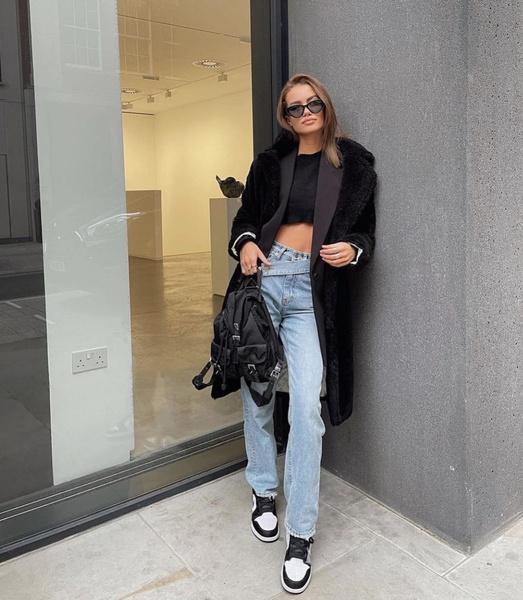 Фото №1 - Где купить джинсы с кривой застежкой— самый новый и самый жаркий тренд 2021-го года