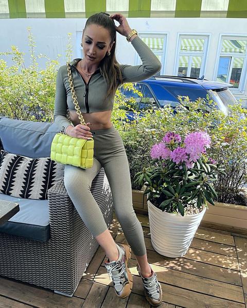 Фото №1 - Сумка Bottega и кроссовки Gucci: как Бузова с миллионными тратами диктует моду на фейки в провинции
