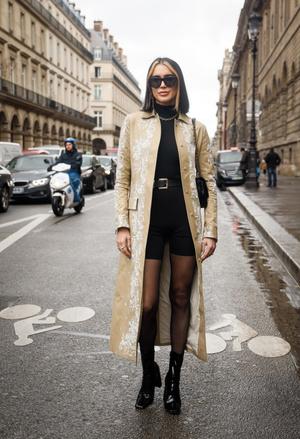 Фото №1 - Универсальная вещь: смотрим, как носить шорты в холодную погоду