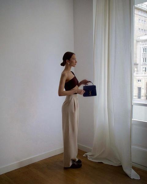 Фото №5 - Как собрать лук с бежевыми брюками: 5 стильных идей для этой весны🍦🤍