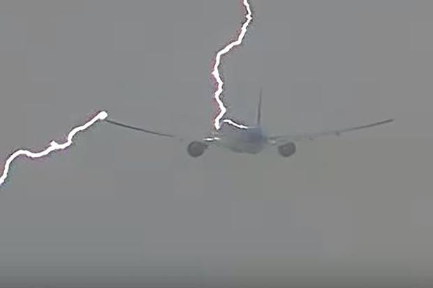 Фото №4 - Почему самолеты не падают от попадания молнии
