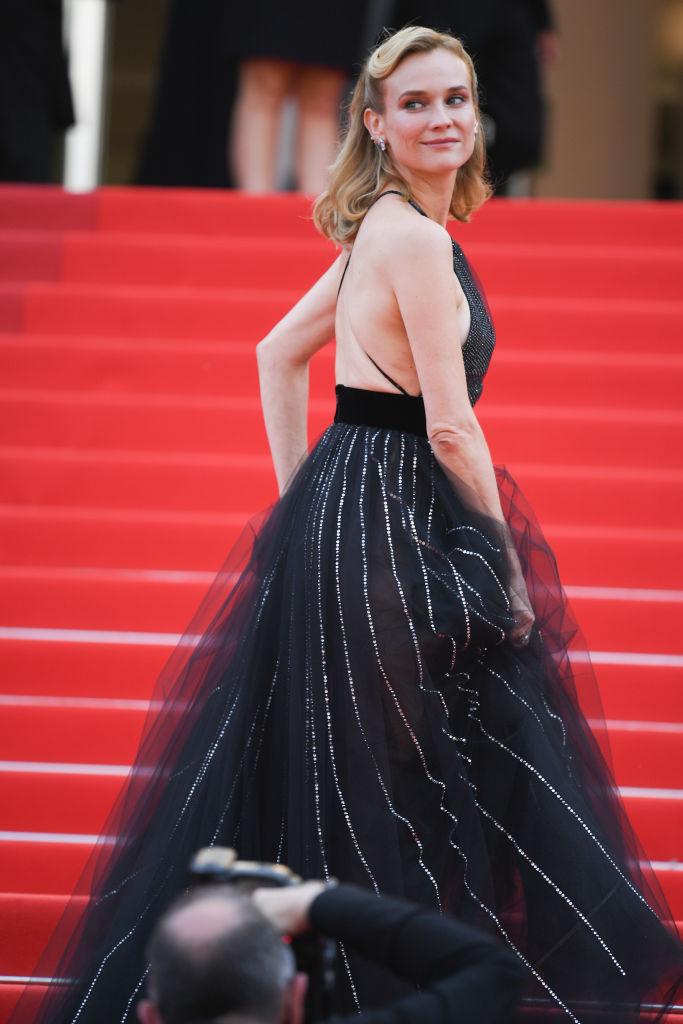 Фото №7 - Золушка 2.0: Диана Крюгер в откровенном и одновременно романтичном платье Armani