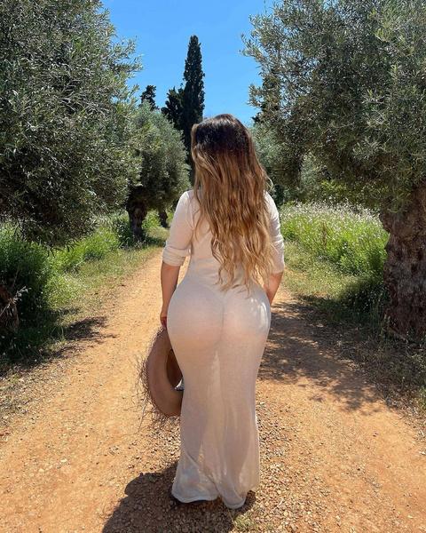 Фото №11 - Видно все! Деми Роуз надела на прогулку абсолютно просвечивающее платье