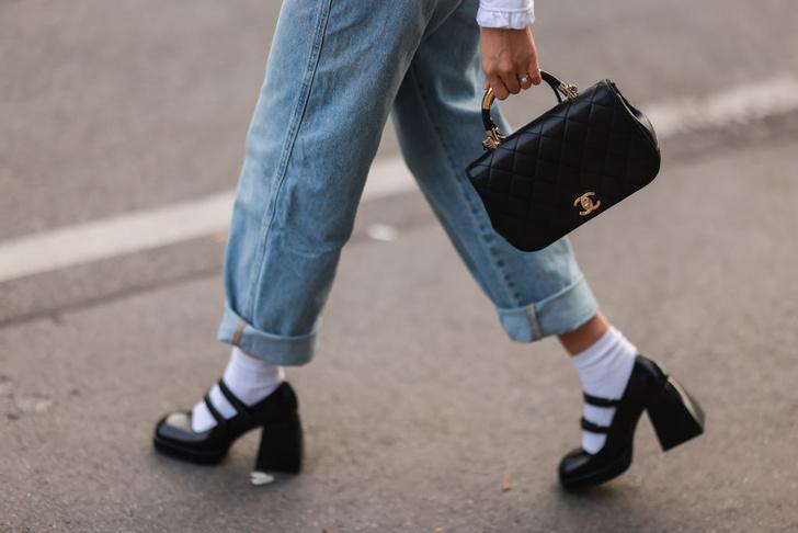 Фото №7 - Яркие носки, монобровь и пирсинг: топ безрассудных модных трендов в истории