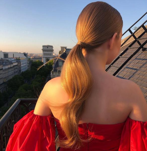Фото №4 - Клубничный блонд: идеальный оттенок волос для тех, кто не может выбрать между розовым и рыжим