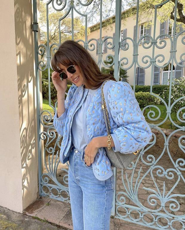 Фото №3 - Нежно-голубой бомбер, который станет главным украшением вашего весеннего гардероба. Где такой найти, знает Жюли Феррери