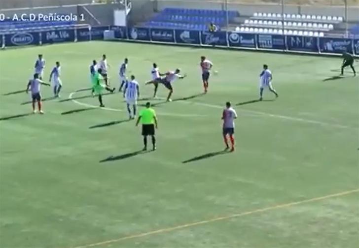 Фото №1 - Испанский вратарь в самом конце игры испытал лучшие и худшие секунды в жизни, сперва забив, а потом пропустив мяч (видео)