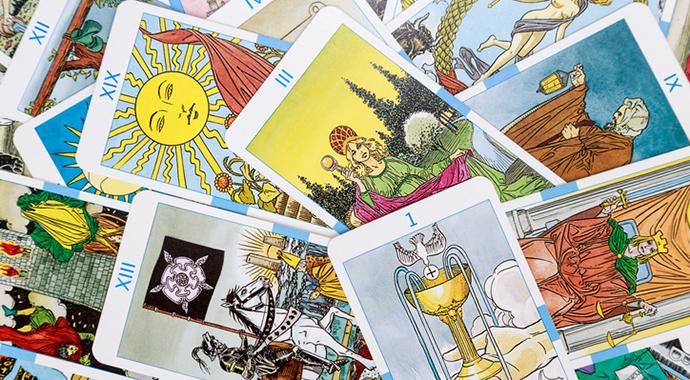 Карты Таро, астрология, Книга Перемен: зачем психологам эзотерика?
