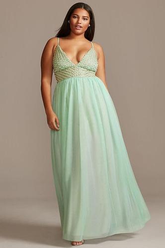 Фото №11 - Много красоты: 15 платьев на выпускной для plus size девчонок 👗