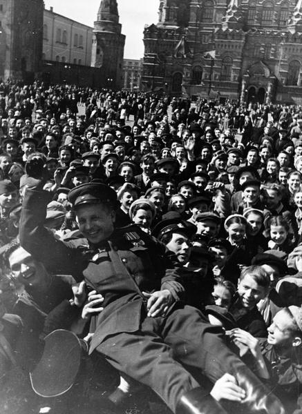 Фото №5 - Этот День Победы: как советский народ жил, любил и ждал все 1418 дней войны