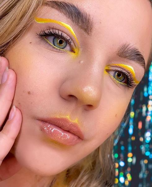 Фото №3 - Макияж для блондинок, брюнеток и рыжих: модные тренды лета 2021