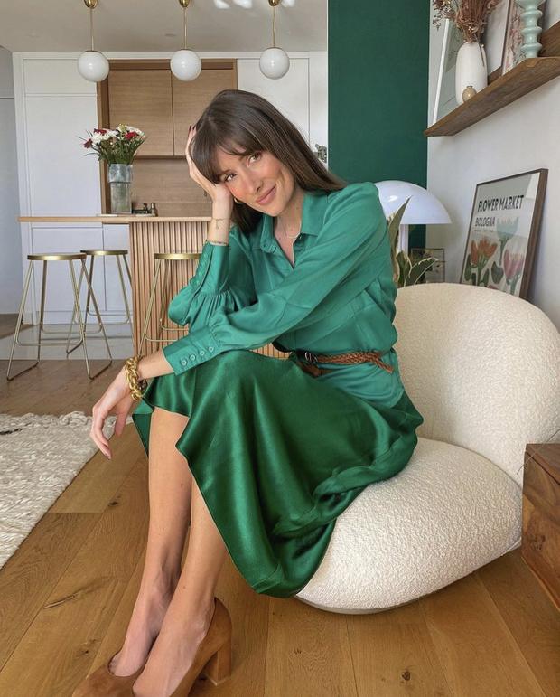 Фото №1 - Атласная юбка Zara— правильная инвестиция в весенний гардероб. Француженка Жюли Феррери убедит вас в этом