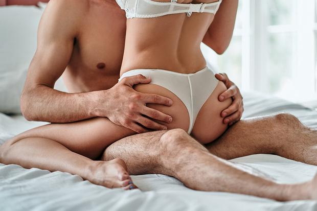 Фото №1 - Три позы для секса, при которых легче всего сломать пенис