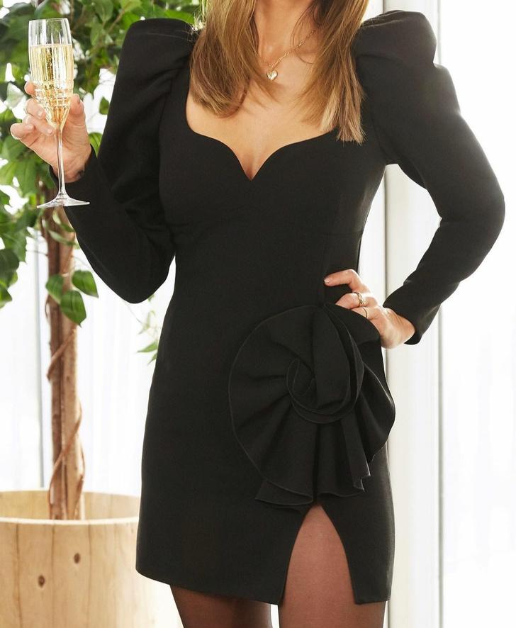 Фото №2 - Идеальное черное платье для новогодней вечеринки: показывает Джессика Альба