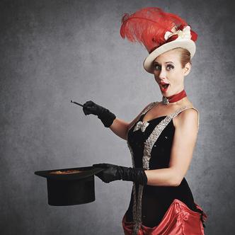 Фото №2 - Принцессы цирка: классификация девушек по фокусам, которых от них можно ждать