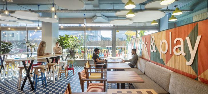 Фото №10 - Яркий офис в Барселоне по проекту El Equipo Creativo
