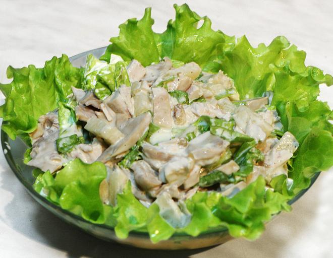 салат боярский с курицей и грибами