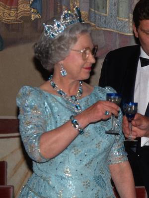 Фото №17 - Полный комплект: самые роскошные парюры британской королевской семьи