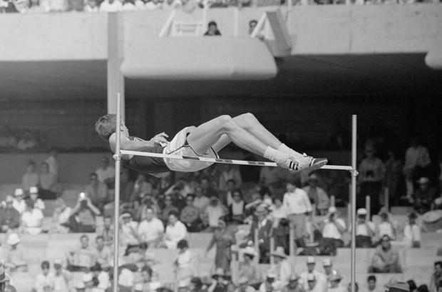 Фото №4 - Как простой студент совершил переворот в спорте и научил весь мир прыгать в высоту