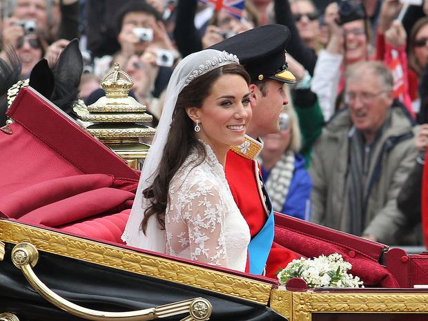 Фото №6 - 10 любопытных фактов о свадебном платье герцогини Кейт