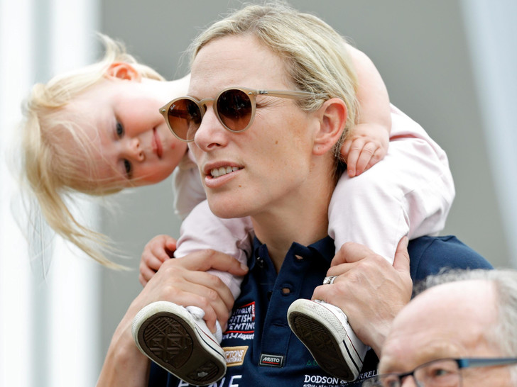 Фото №10 - Самые трогательные фото королевских мам с детьми