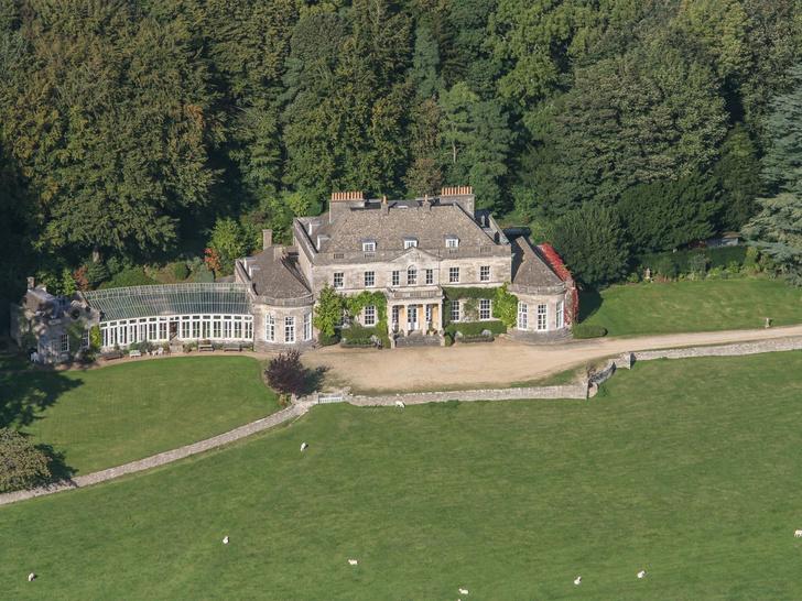 Фото №3 - Самые роскошные дома, которые Королева дарила Виндзорам