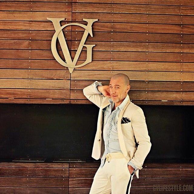 Фото №2 - Как выглядел «танцующий миллионер» до того, как стал знаменитым