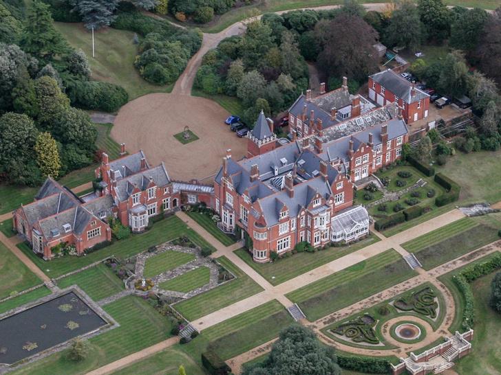 Фото №4 - Самые роскошные дома, которые Королева дарила Виндзорам