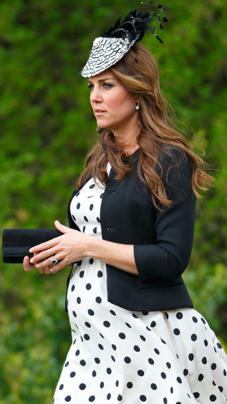 Фото №5 - Полька-дот: как королевские особы носят трендовый «горох»