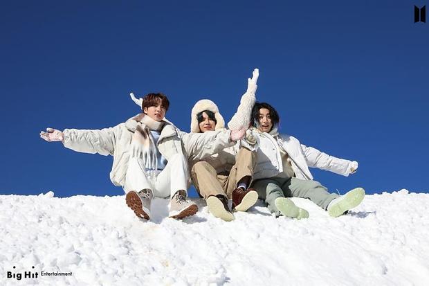 Фото №47 - Снежные ангелы: Big Hit Entertainment выложил 65 новых фото BTS 😍