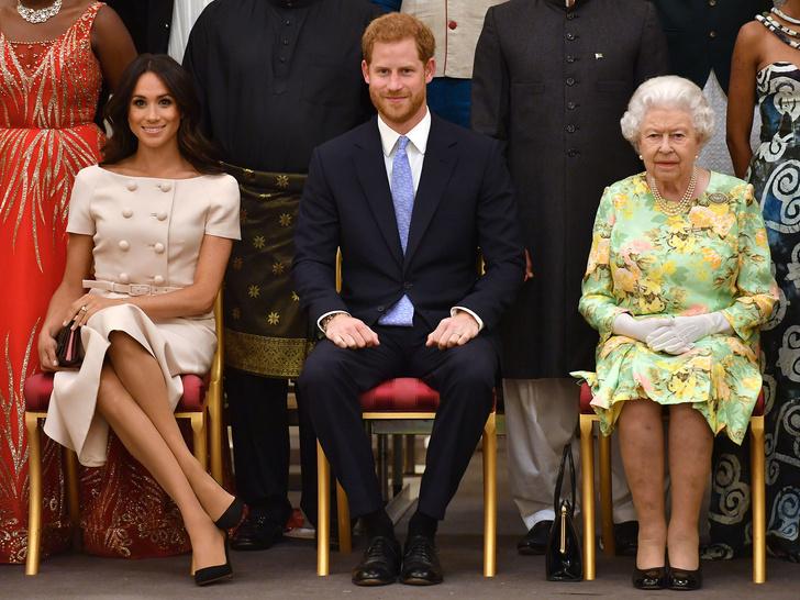 Фото №1 - Главная причина, почему Королева не будет лишать Гарри и Меган их титулов