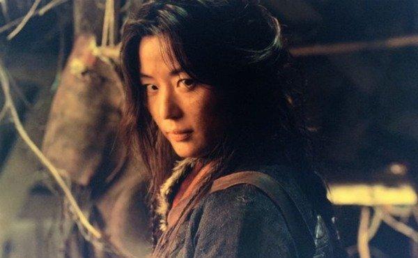 Фото №2 - В Сети появился слух о разводе Чон Чжи Хён из «Легенды синего моря» 🤨
