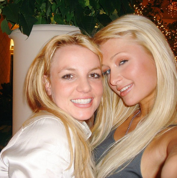 Фото №4 - Святая троица: Пэрис Хилтон отметила 11 лет дружбы с Бритни Спирс и Линдси Лохан