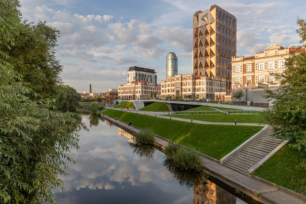 Фото №1 - Офисное здание по проекту Foster+Partners в Екатеринбурге