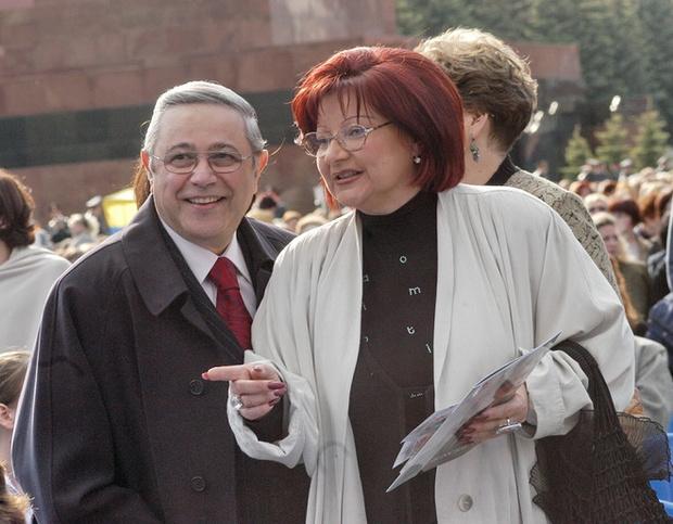 Фото №1 - В РПЦ отказались развенчать Евгения Петросяна с Еленой Степаненко