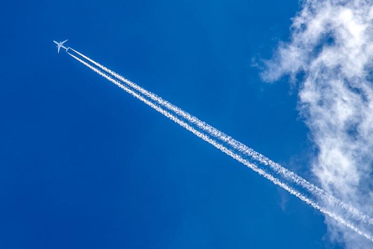 Фото №1 - Почему самолеты летают на высоте 10 км?