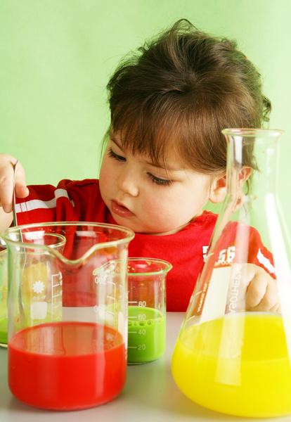 Фото №4 - 5 типичных опасных ситуаций, в которые попадает каждый малыш