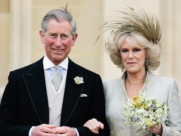 Фото №1 - Почему принц Чарльз запретил дарить свадебные подарки себе и Камилле