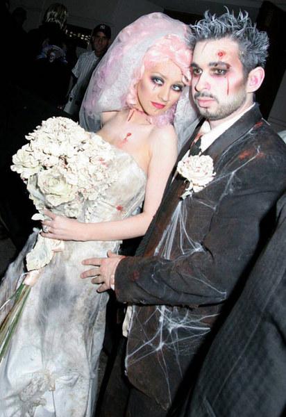 Кристина Агилера и ее супруг выбрали для Хэллоуина наряды зомби-молодоженов