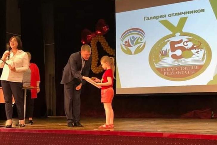 Фото №3 - Сдала ЕГЭ в 8 лет: папа Алисы Тепляковой раскрыл секрет успеха дочери на экзаменах