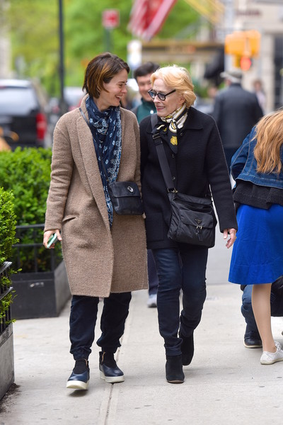 Фото №3 - 45-летняя Сара Полсон честно поведала о любовных отношениях с 77-летней актрисой Холланд Тейлор