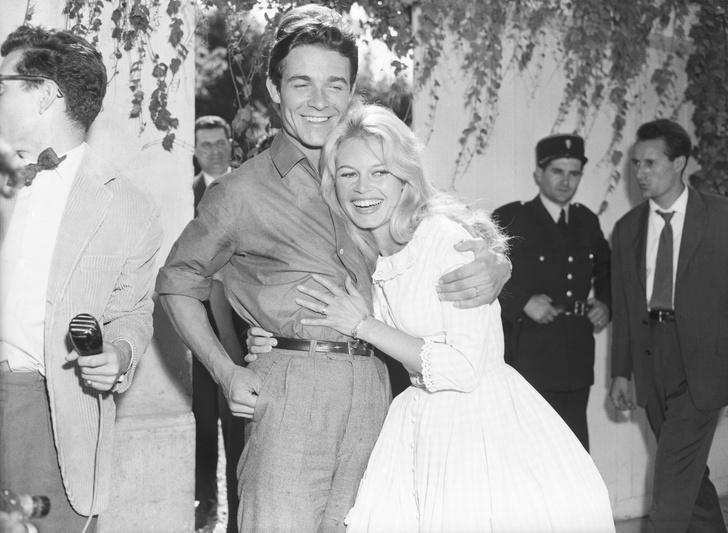Фото №24 - Как выходили замуж легенды Голливуда: самые красивые ретро-фотографии