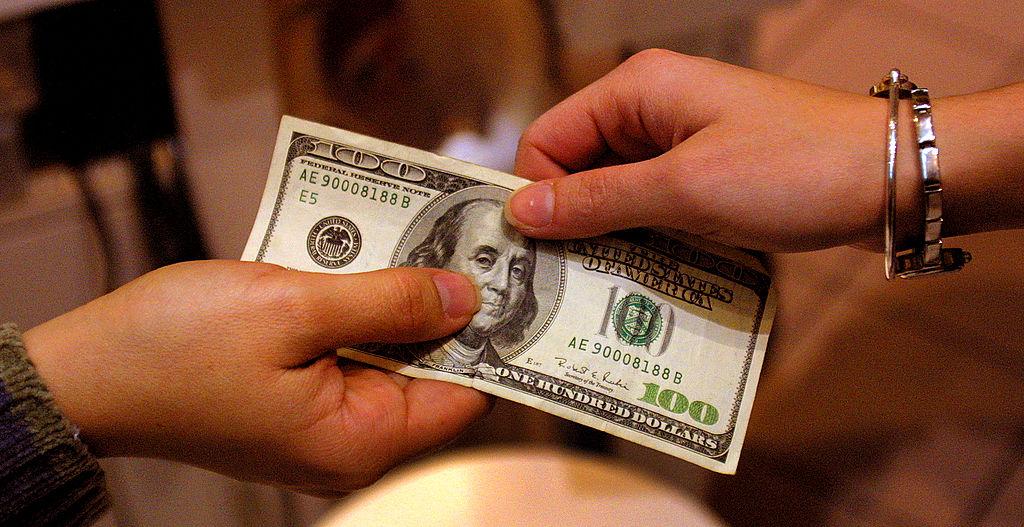 можно ли сегодня отдавать деньги долг