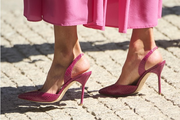 Фото №4 - Платье и туфли, как у королевы Летиции, которые непременно стоит добавить в свой летний гардероб